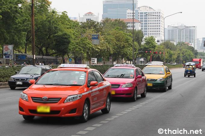 バンコクでタクシーの全面禁煙実施、車内に禁煙表示義務