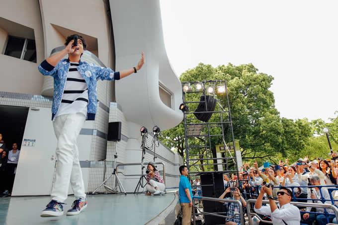 つんく♂の公式サイト&ブログに日本デビュー直前のジェームス・ジラユが登場