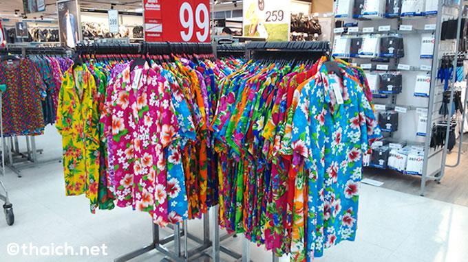 お店にアロハシャツが並ぶとタイのお正月(ソンクラーン)までもう少し