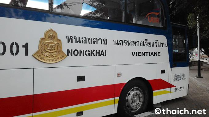 ノンカーイ-ビエンチャン間を走る国際バス