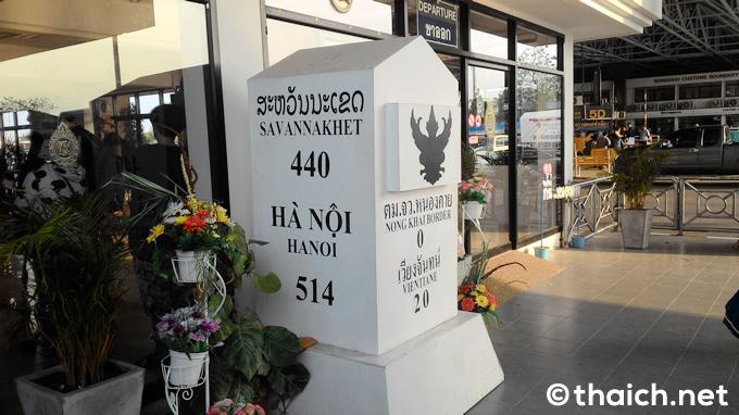 タイ国境側のイミグレーションです。こから出国。