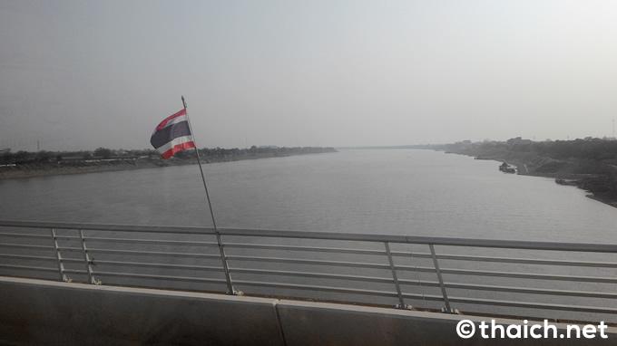 タイ=ラオス友好橋を渡ってメコン川を越える