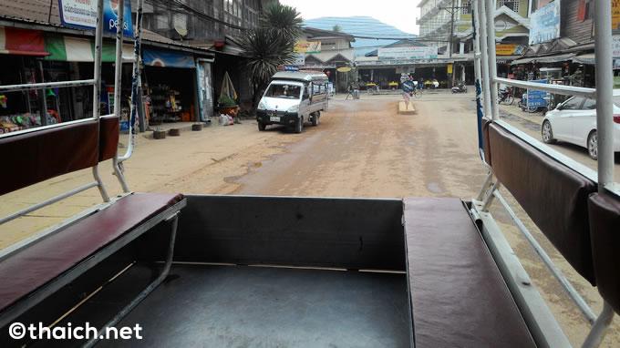 ラオス・バンビエン発タイ・ウドンタニ行の国際バス、価格表と時刻表