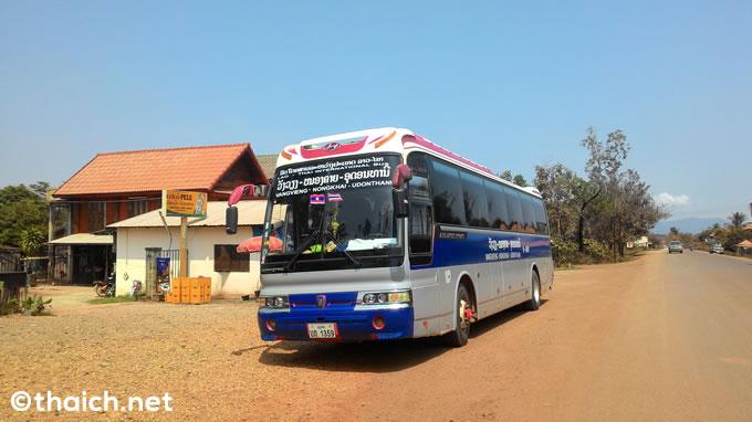 ラオス・バンビエン発タイ・ウドンタニ行の国際バス、料金表と時刻表
